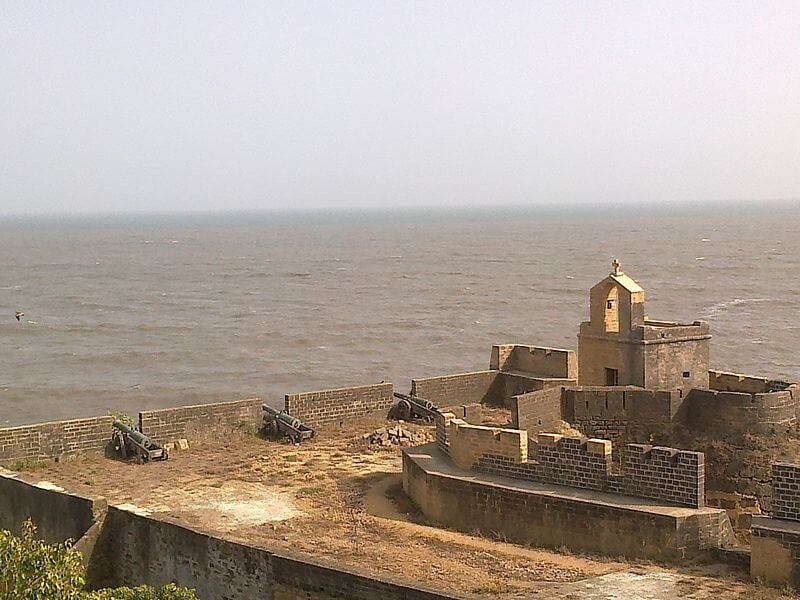 One end of the fort facing sea